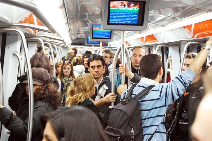 pickpocket in train transit